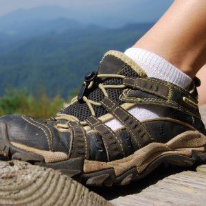 2672a4dc212 Choisir la bonne de paire de chaussures de rando est essentiel. La bonne  chaussure vous permettra d avoir un confort parfait tout le long de votre  ballade.